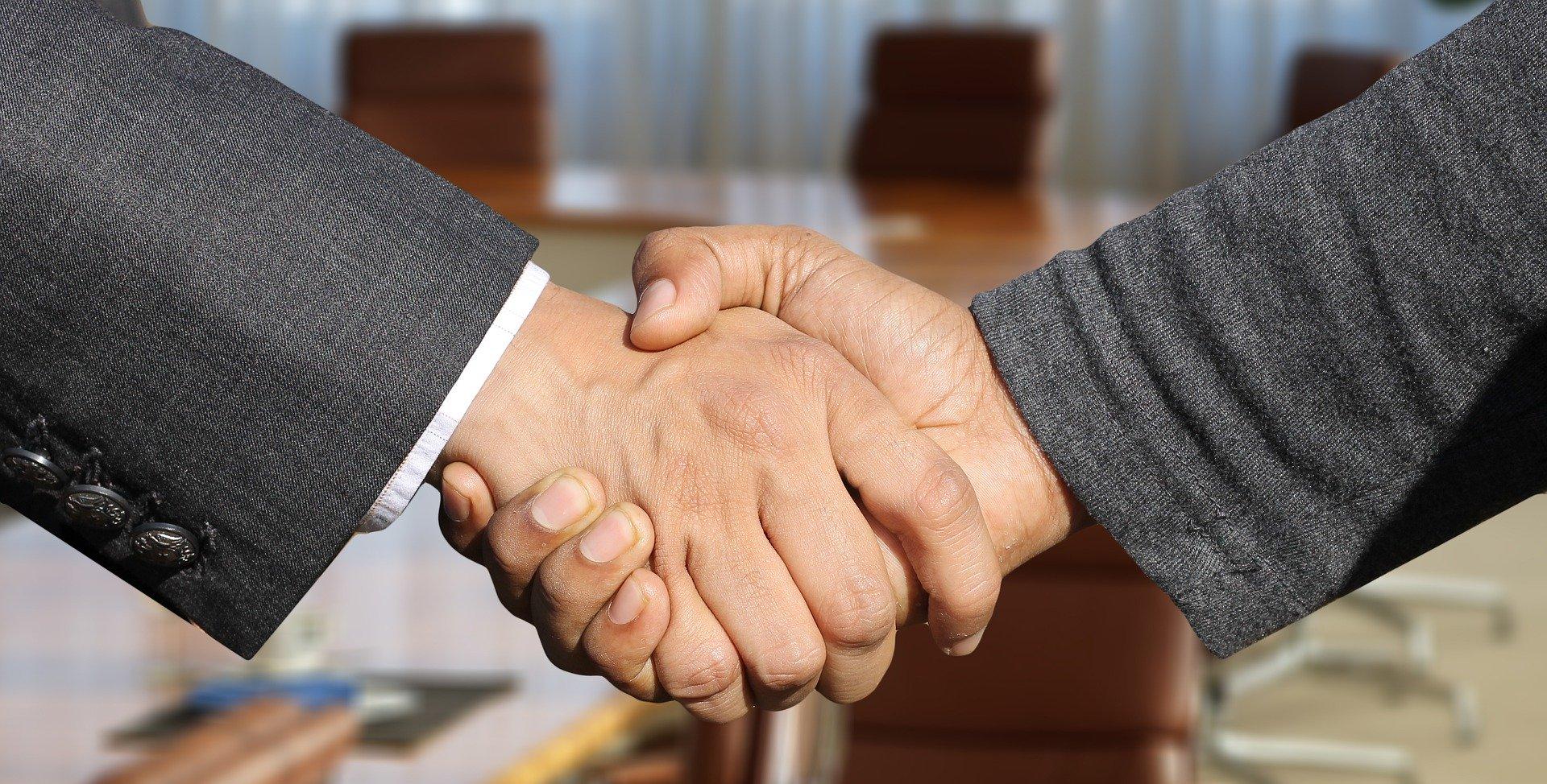 serrage de main après cession de fonds de commerce